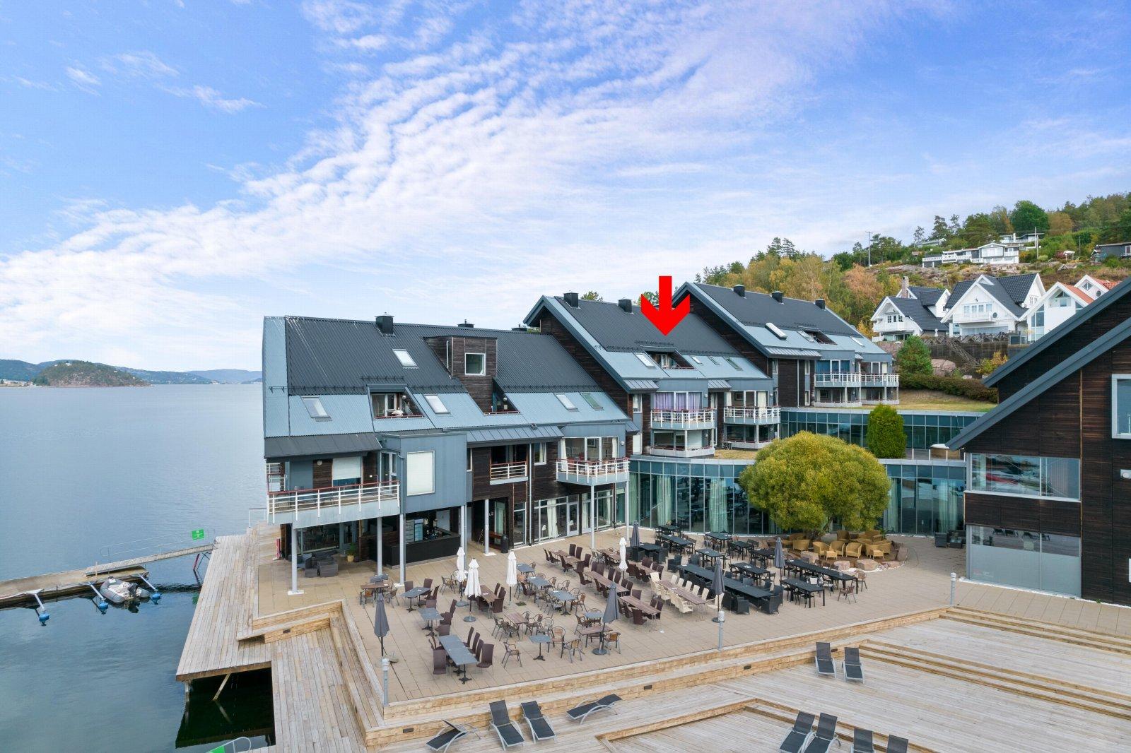 Velkommen til Holtnes brygge - Leilighet med 2 soverom - 3 bad - Terrasse med utsikt - Parkeringsplass!