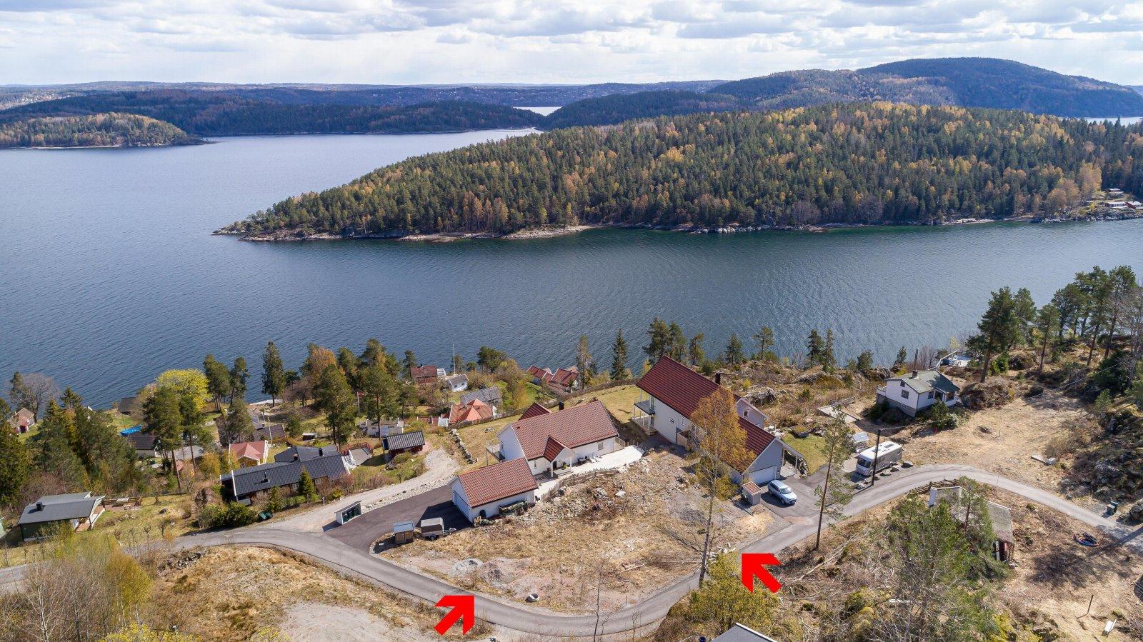 Fra tomten har du flott utsikt til Gråøya, Håøya og vestfjorden