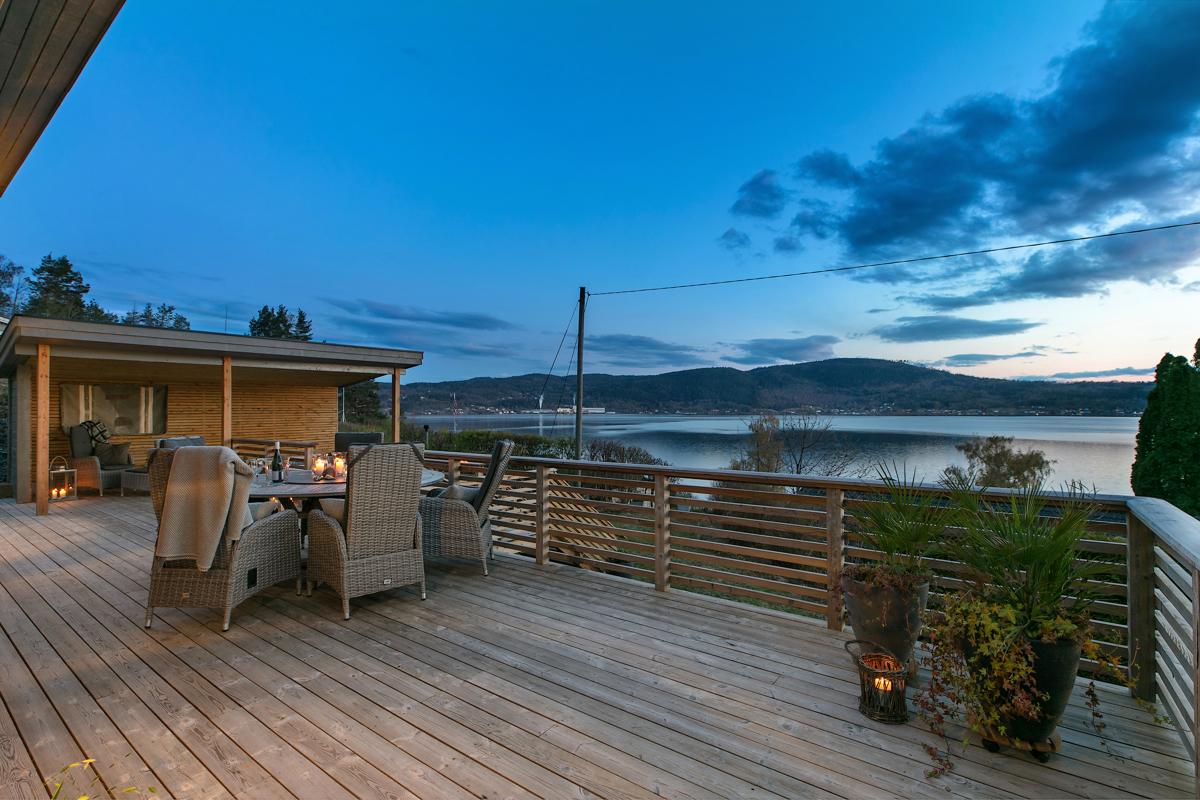 Strøken hytte med fantastisk utsikt og flott uteplass