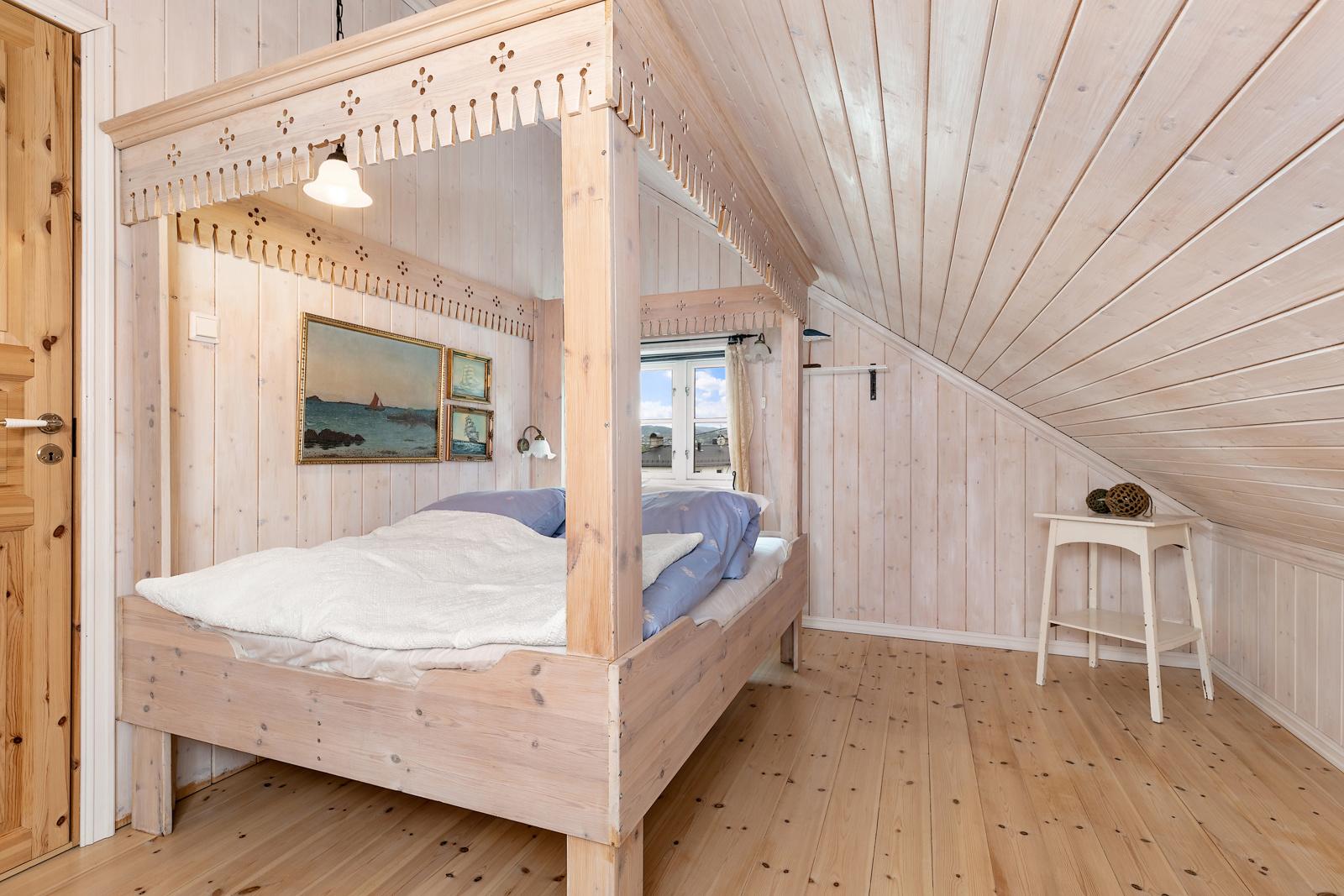 Soverom i 2 etasje, sengen medfølger