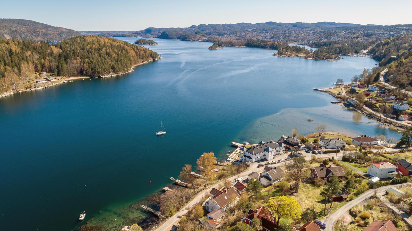 Dronefoto mot Vestfjorden og Sætre