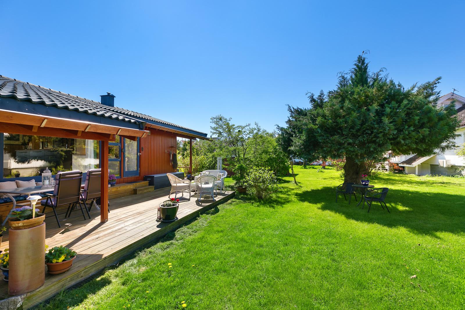 Terrasse utenfor kjøkken/stue