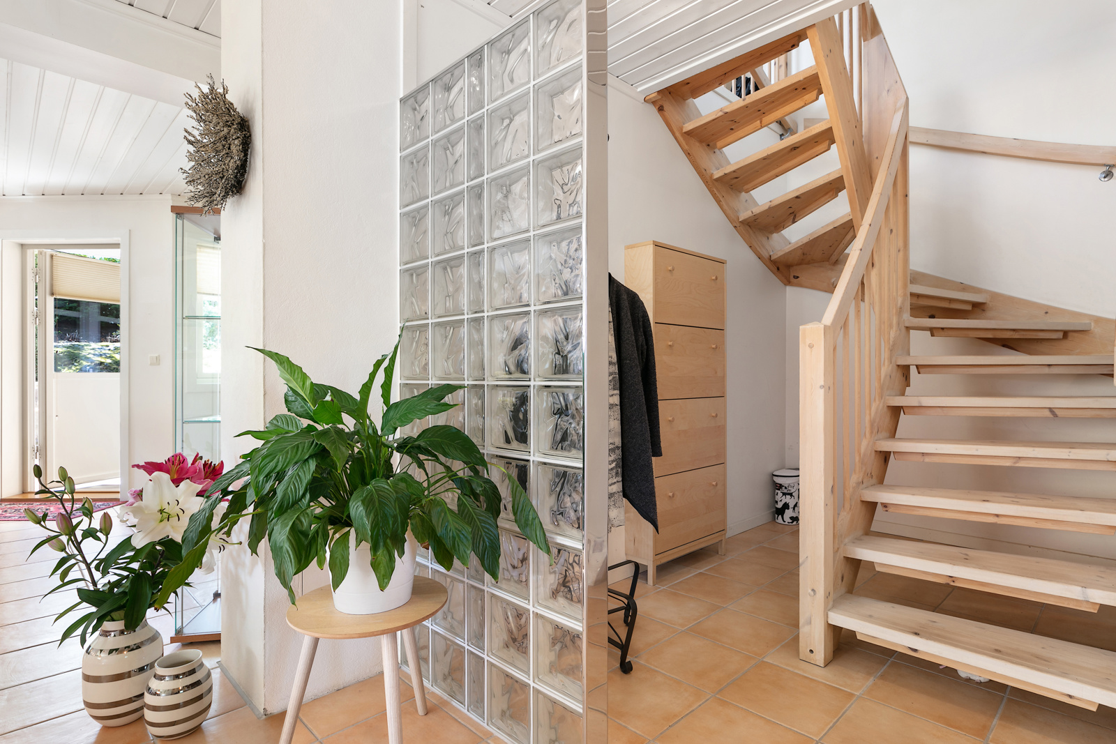 Trappegang- mulighet for oppbevaring under trappen
