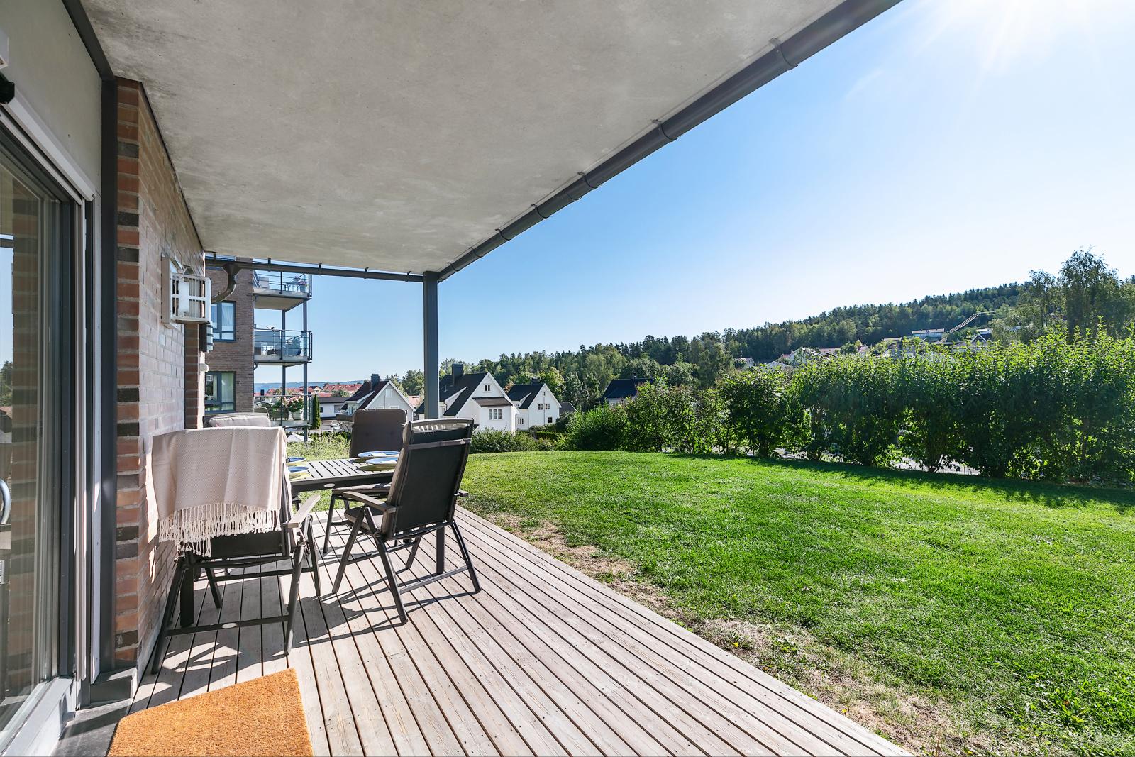 Hyggelig utsikt fra leiligheten og terrassen