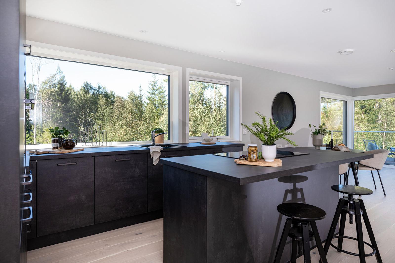 Kjøkkenøy med koketopp og Downdraft ventilator