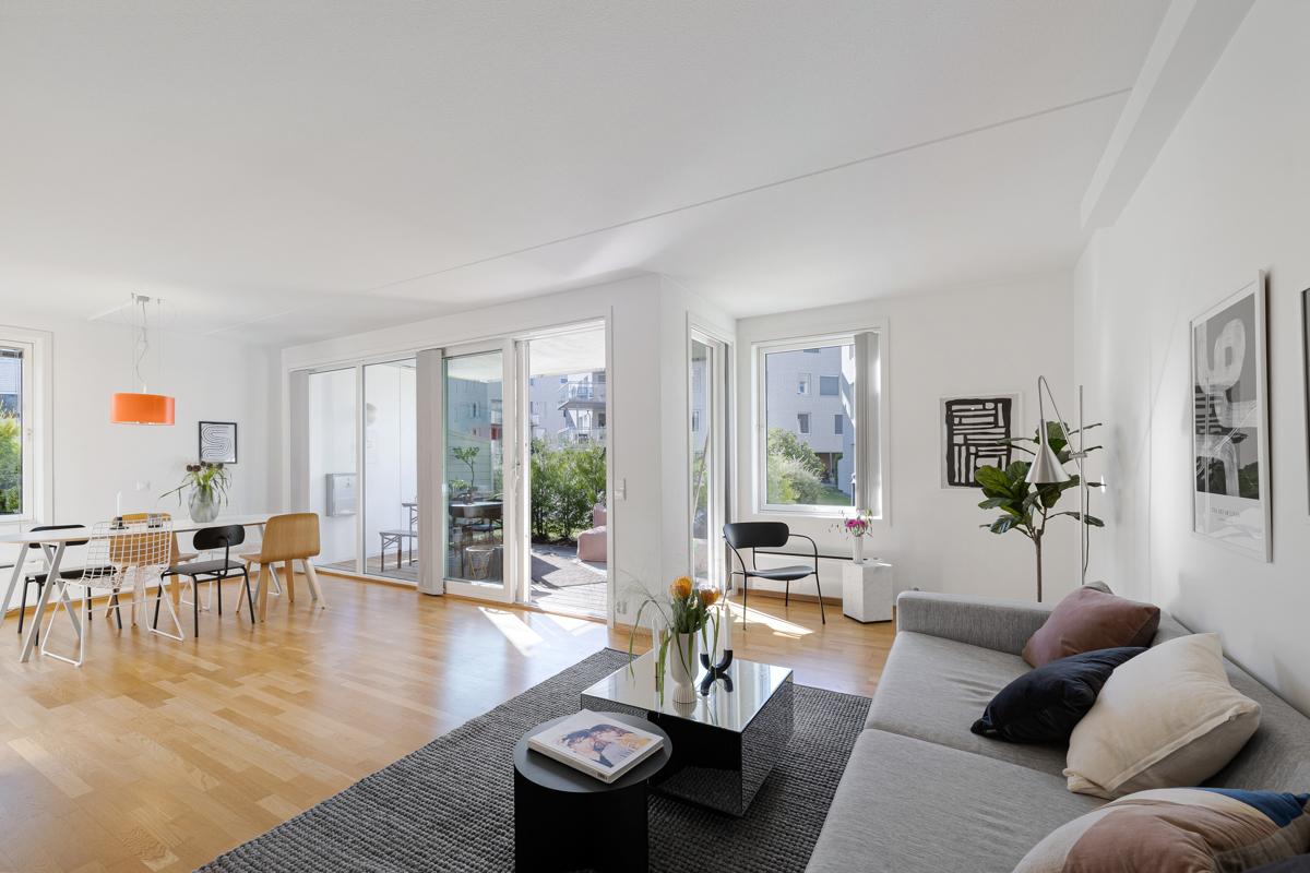 Velkommen til Grefsenkollveien 14 E og denne nydelige 4-roms leiligheten.