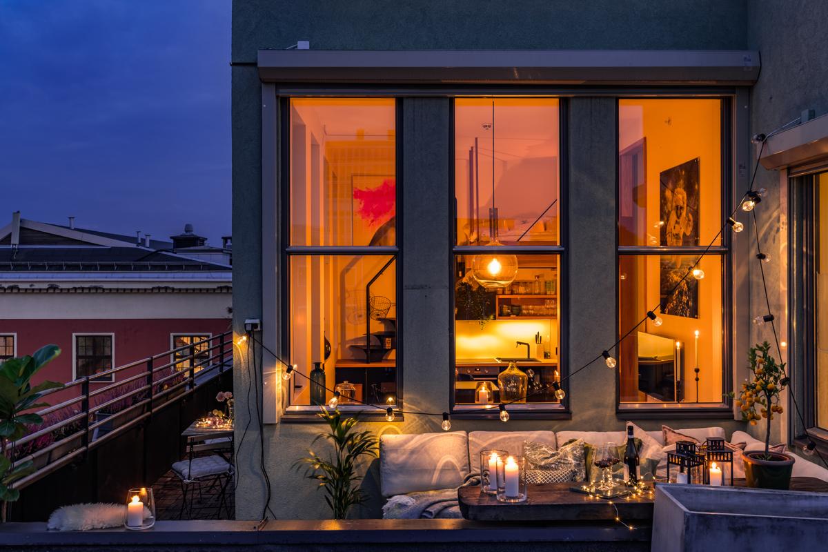 Kjerstin Falkum (922 04 707) ved Schala & Partners har gleden av å presentere denne unike topp-/studioleiligheten i  i