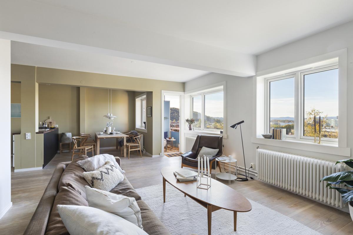 Kjerstin Falkum (922 04 707) ved Schala & Partners har gleden av å presentere denne fantastiske topp-/hjørneleiligheten i Brinken 16D!