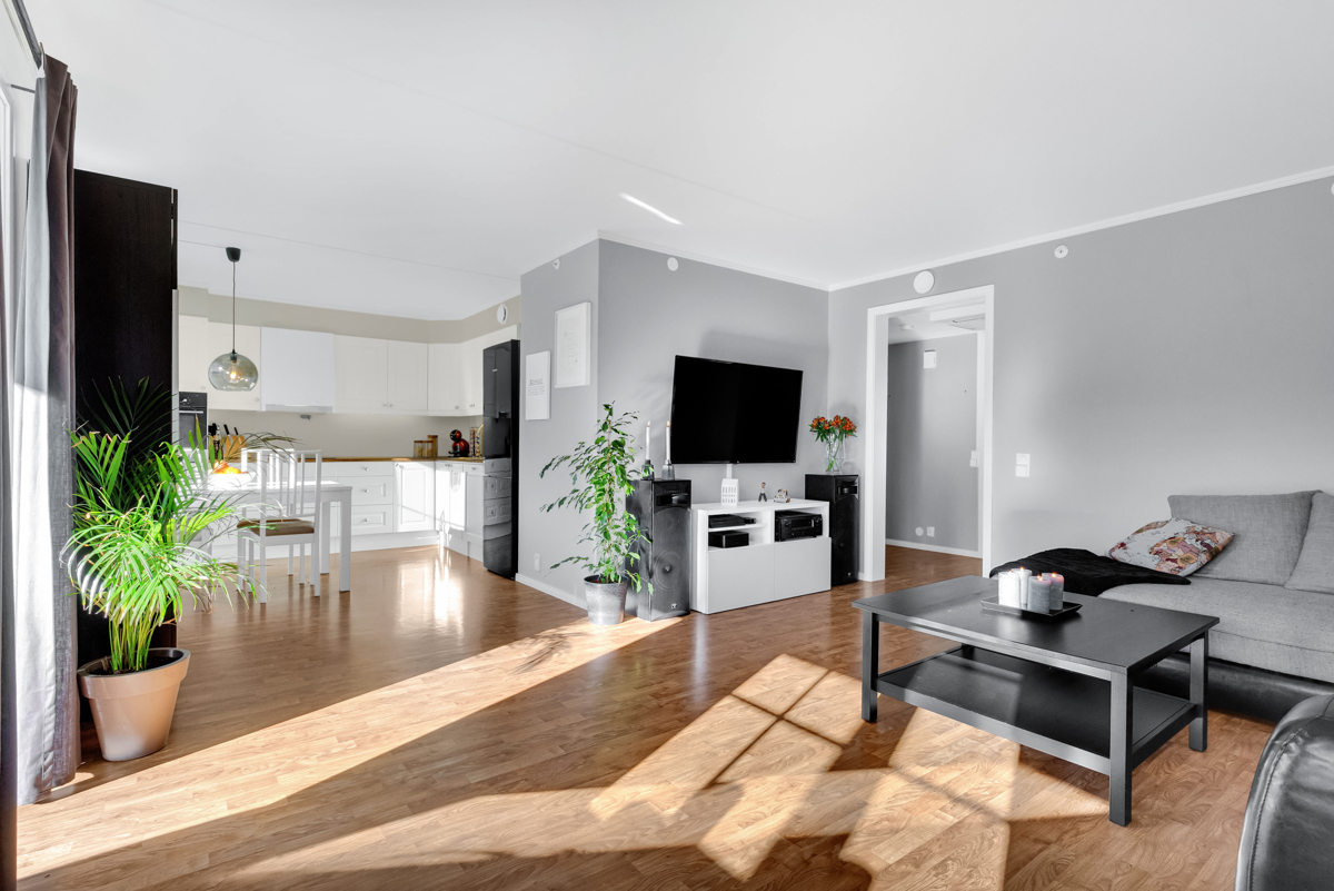 Sandra Winger (tlf 477 15 848) hos Schala & Partners har gleden av å presentere denne flotte leiligheten i Tellusvegen 10a!