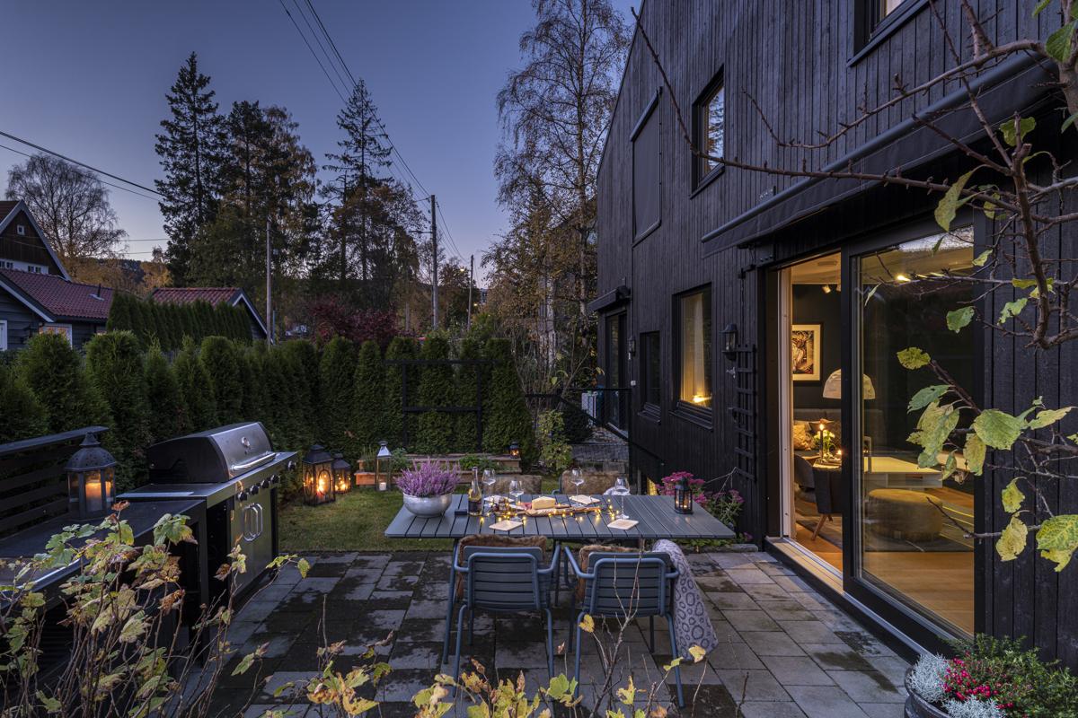 Kjerstin Falkum (922 04 707) og Truls Martin Nygaard (476 29 151) ved Schala & Partners har gleden av å vise og presentere dette flotte boligen i Skådalsveien 13H!