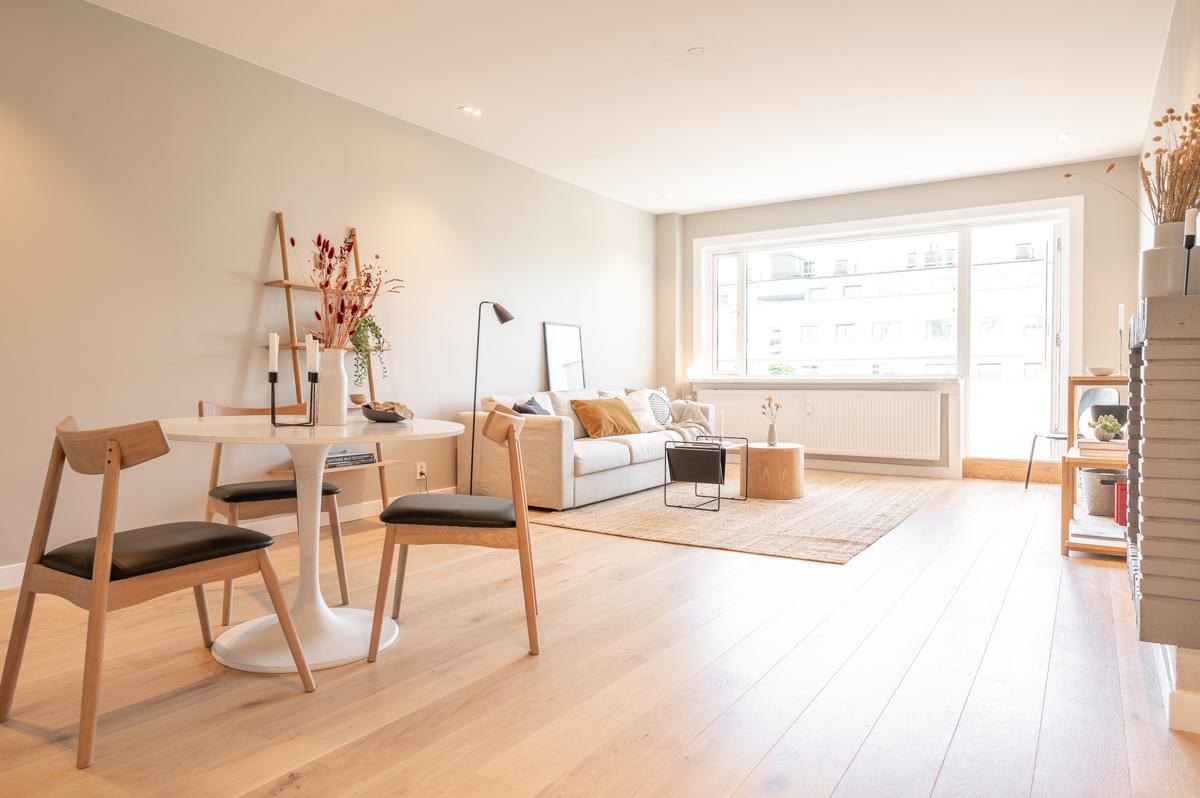 Kjerstin Falkum (922 04 707) ved Schala & Partners har gleden av å presentere denne lekre leiligheten i Suhms gate 20 D!