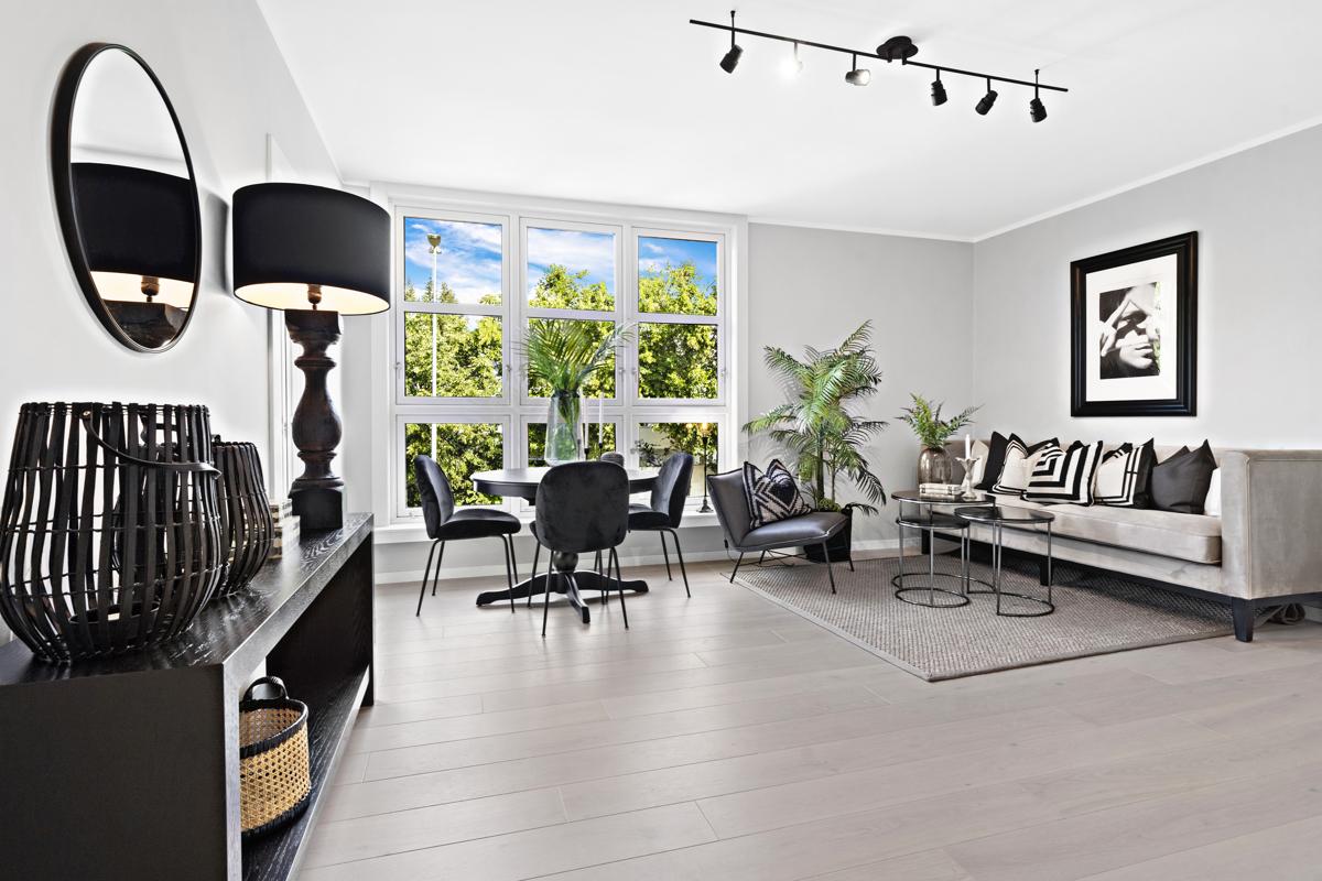 Kjerstin Falkum (922 04 707) ved Schala & Partners har gleden av å presentere denne lekre 4-roms leiligheten i Bygdøy Allè 90!