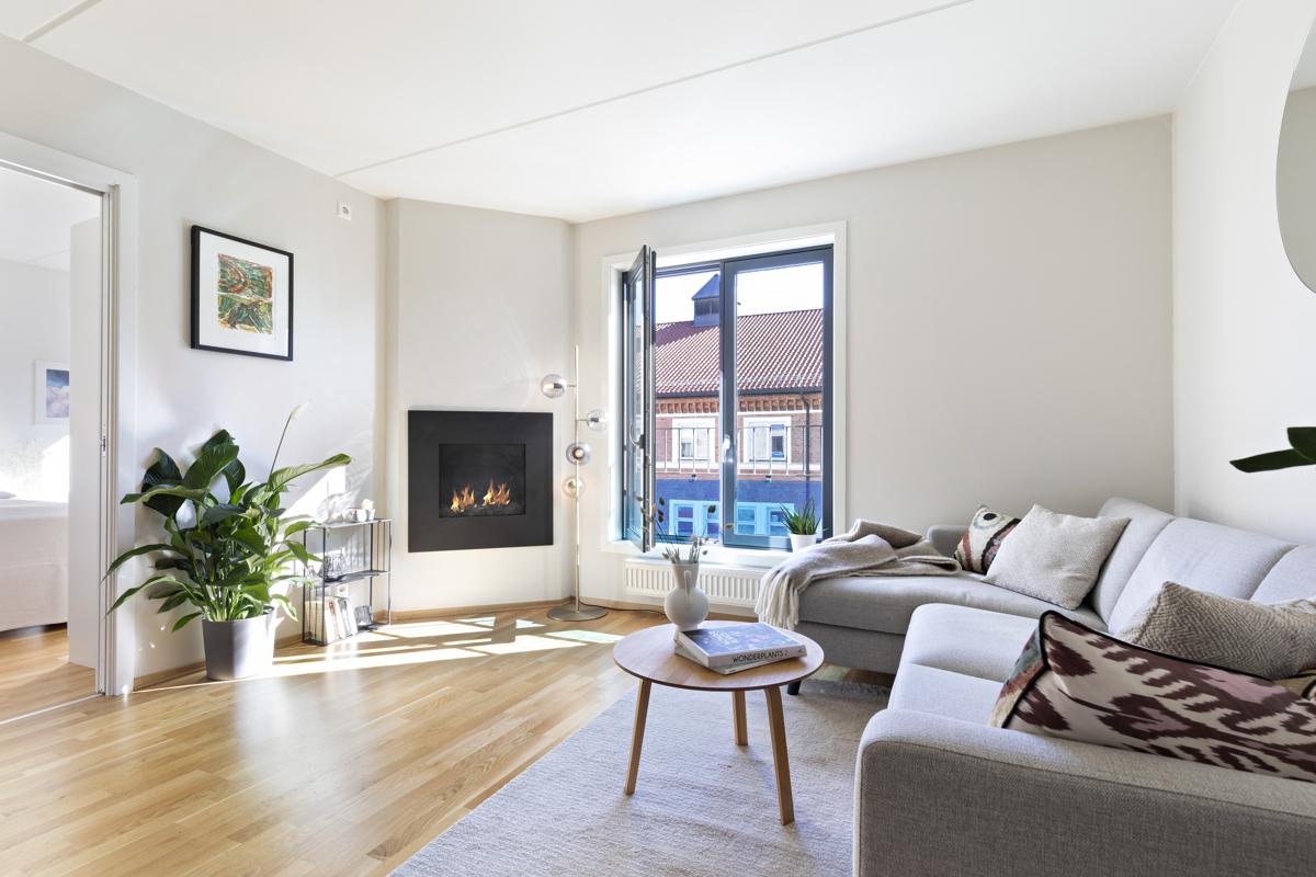 Kjerstin Falkum (tlf 922 04 707) ved Schala & Partners har gleden av å presentere denne flotte leiligheten i Fredensborgveien 47!