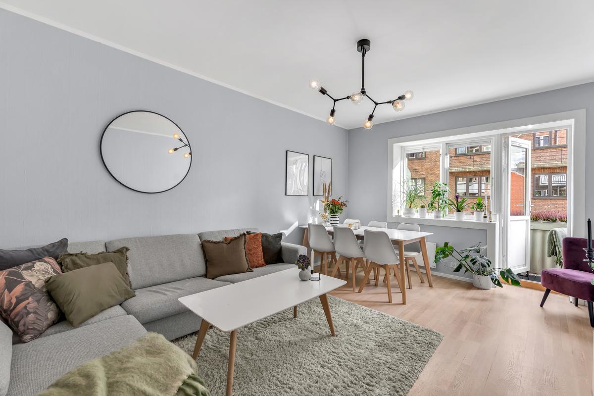 Christopher Morgenstierne (934 24 285) ved Schala & Partners har gleden av å vise og presentere denne flotte leiligheten i Claus Riis' gate 4!