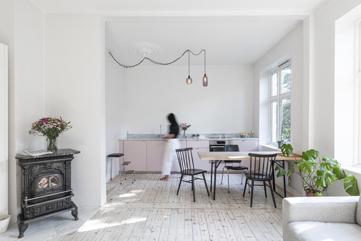 Kjerstin Falkum (tlf 922 04 707) hos Schala & Partners har gleden av å presentere denne herlige leiligheten i Reichweins gate 3!